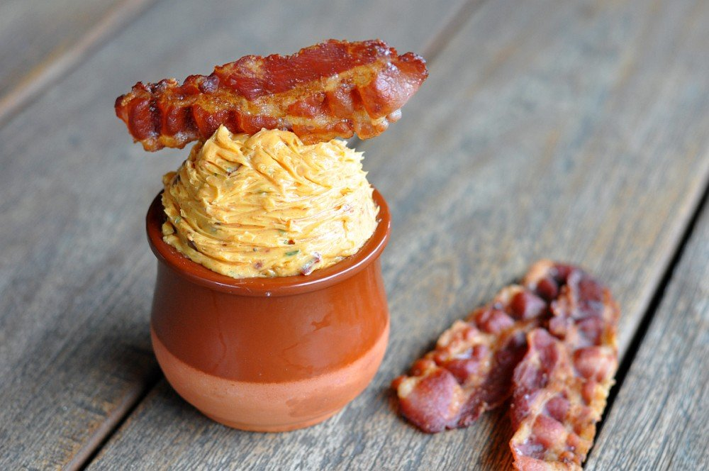 Smoky Maple Bacon Butter bacon butter-SmokyMapleBaconButter03-Smoky Maple Bacon Butter – Kräuterbutter war gestern!