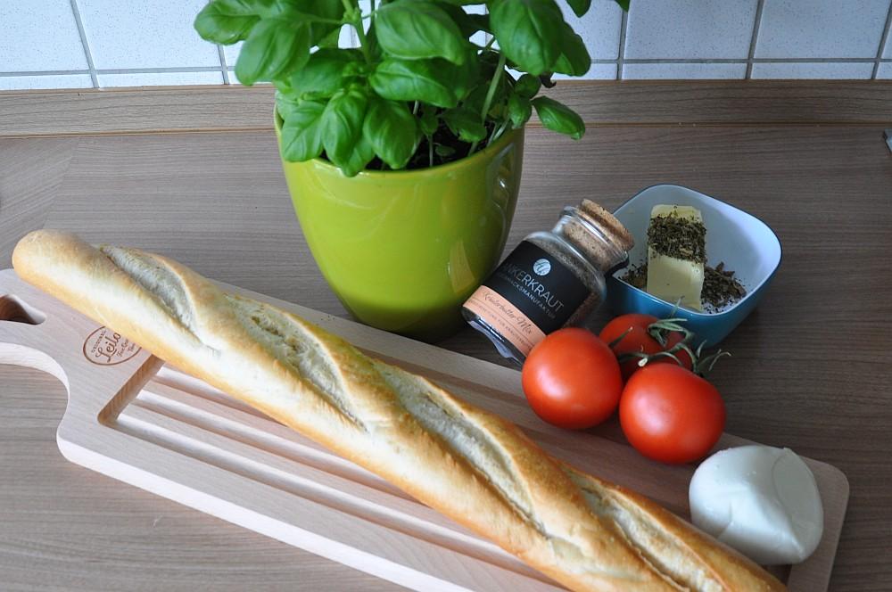Warmes Fächer-Baguette Warmes Fächer-Baguette Caprese mit Kräuterbutter-fächer-baguette-WarmesFaecherbaguette01
