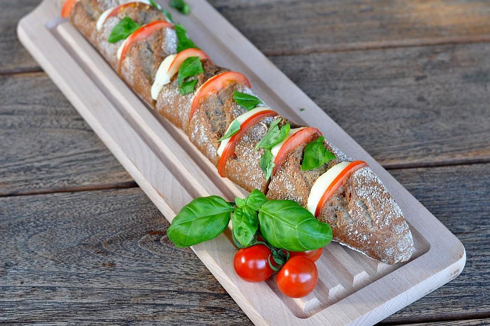 Fächerbaguette Warmes Fächer-Baguette Caprese mit Kräuterbutter-fächer-baguette-WarmesFaecherbaguette02