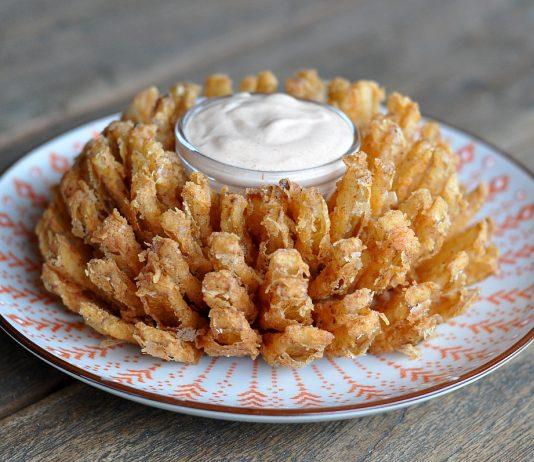 frittierte Zwiebelblüte bbqpit-BloomingOnion 534x462-BBQPit.de das Grill- und BBQ-Magazin – Grillblog & Grillrezepte