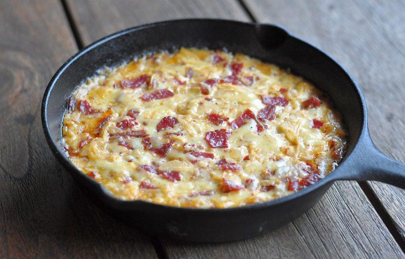 reuben-dip-ReubenDipPastrami 800x512-Reuben-Dip mit Pastrami, Sauerkraut und Käse