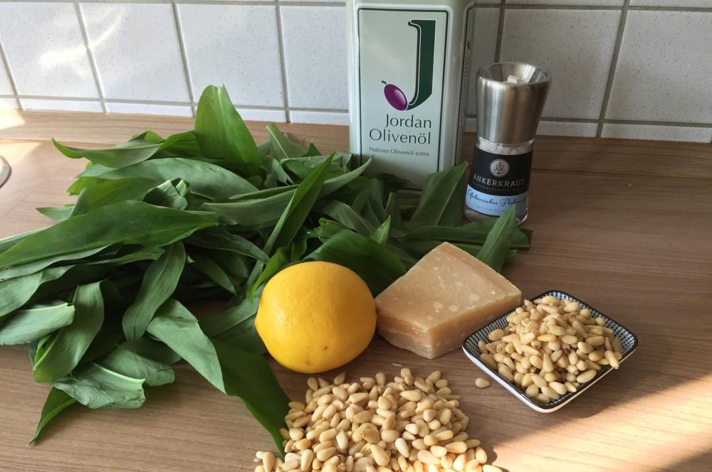 Bärlauch-Pesto Bärlauch-Pesto mit Pinienkernen und Parmesan-bärlauch-pesto-BaerlauchPesto01