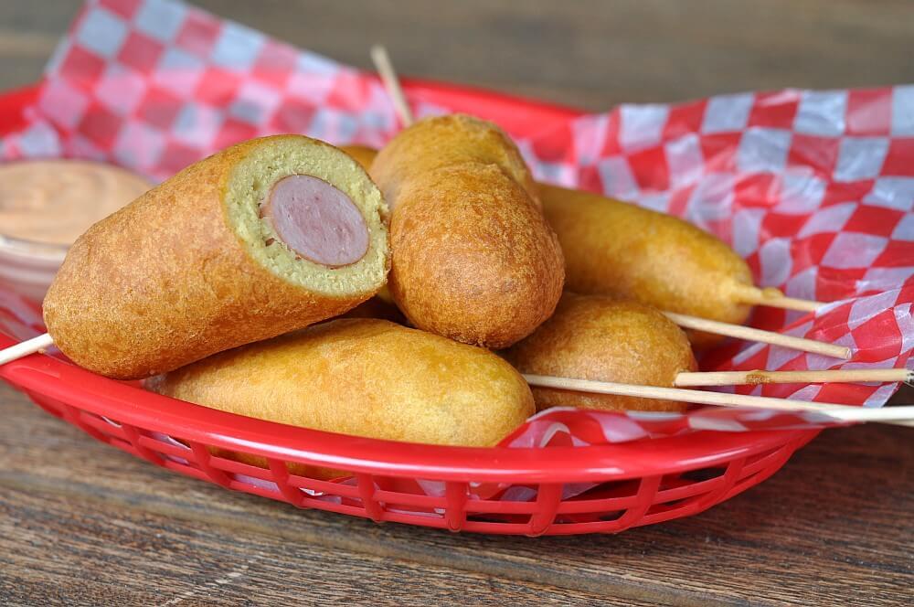 Würstchen am Spieß Corn Dogs – Würstchen im Maisteigmantel-corn dogs-CornDogs WuerstchenimMaisteigmantel04