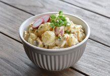 Kartoffelsalat mit Ei und Gurke
