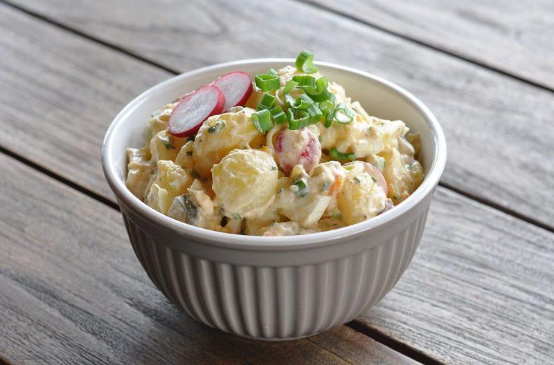 sandras kartoffelsalat-SandrasKartoffelsalat 800x528-Sandras Kartoffelsalat mit Ei und Gurke