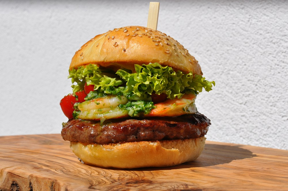 Surf and Turf Burger Surf and Turf Burger-Surf and Turf Burger 03-Surf and Turf Burger mit Garnelen