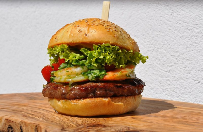 Surf and Turf Burger-Surf and Turf Burger 800x520-Surf and Turf Burger mit Garnelen
