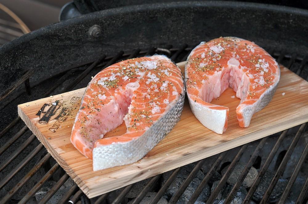 Lachs-Steak-mit-Gurke-Planke Geplanktes Lachssteak mit Gurke-lachssteak-Lachs Steak mit Gurke Planke 04