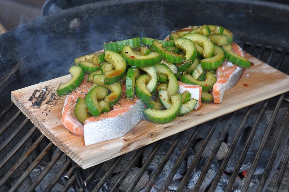 Lachssteak mit Gurke Geplanktes Lachssteak mit Gurke-lachssteak-Lachs Steak mit Gurke Planke 05