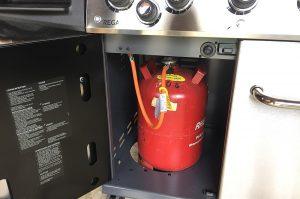 11 kg Gasflasche im Unterschrank Broil King Regal 590 Pro Gasgrill – Unboxing, Aufbau und 1.Test-broil king regal 590 pro-Broil King Regal 590 Pro Gasgrill 14 300x199