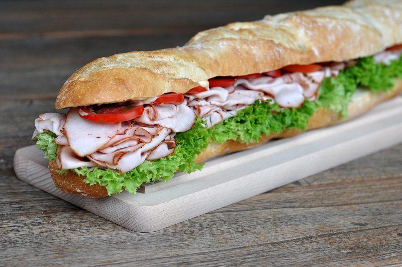 puten-pastrami-sandwich-PutenPastramiBaguette 800x531-Puten-Pastrami-Sandwich – Baguette mit geräucherter Putenbrust