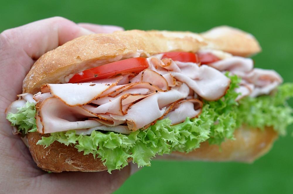 Puten-Pastrami-Sandwich Puten-Pastrami-Sandwich – Baguette mit geräucherter Putenbrust-puten-pastrami-sandwich-PutenPastramiBaguette03