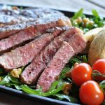 ziegenfrischkäse-nocken-RibEye Steak Ziegenfrischk  se Nocken 03 150x150-RibEye-Steak mit Ziegenfrischkäse-Nocken auf nussigem Rucola