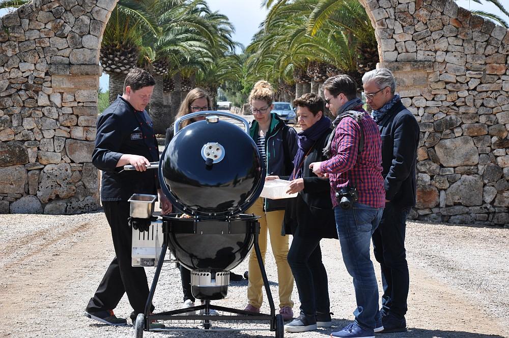 Weber Summit Charcoal Holzkohlegrill summit charcoal-Weber Summit Charcoal Holzkohlegrill Praesentation Mallorca erster Test 01-Präsentation & Test des Weber Summit Charcoal Grills auf Mallorca