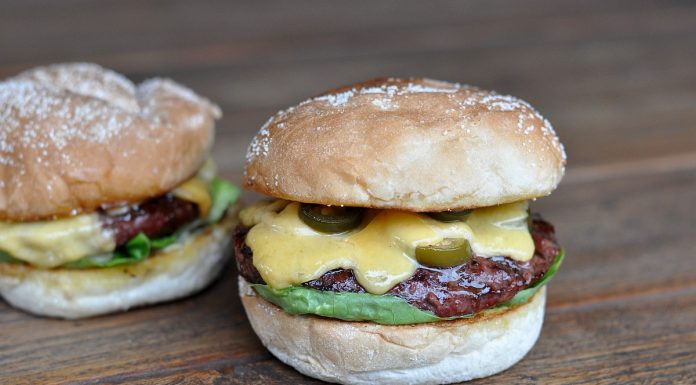 Chili-Burger mit Käse