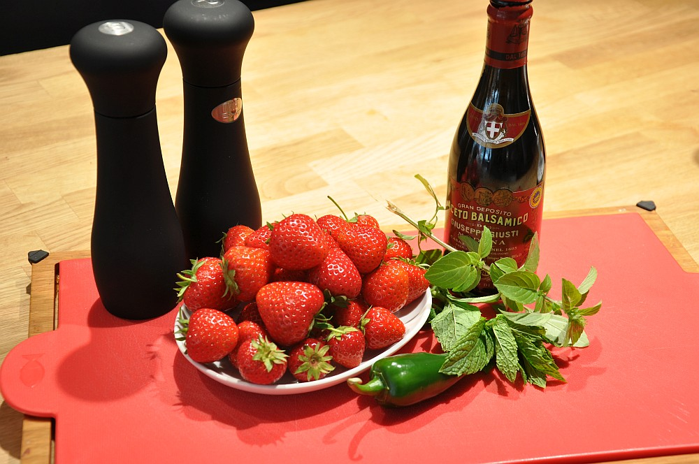 ErdbeerSalsa Erdbeer-Salsa mit Jalapenos, Minze und Basilikum-erdbeer-salsa-Erdbeer Salsa 01