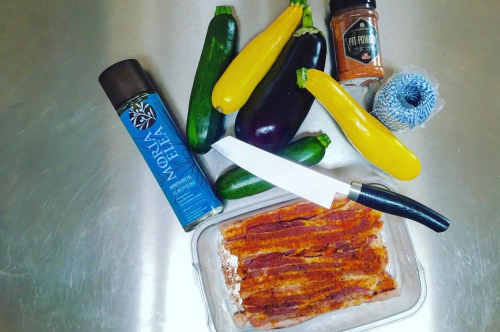 Pit PowderBauchfleisch-rosen pit powder bauchfleisch-rosen-PitPowder Bauchfleischrosen 01-Pit Powder Bauchfleisch-Rosen mit Rote-Bete-Salat