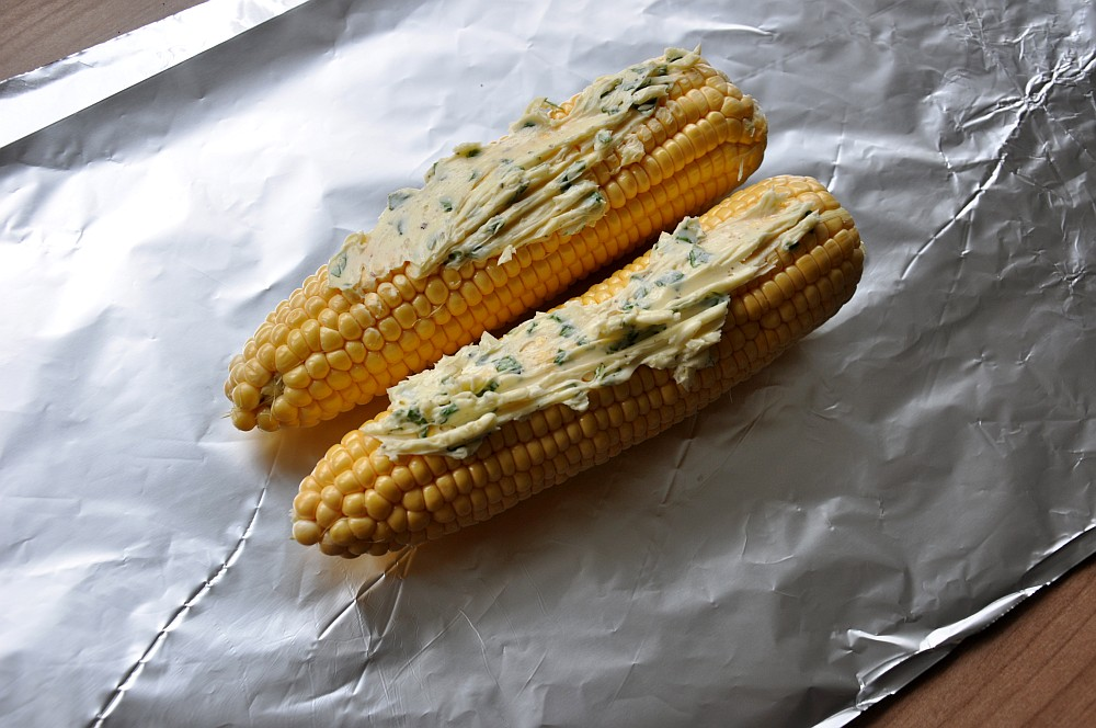 Gegrillter Mais Gegrillter Mais – Maiskolben mit Basilikum-Limetten-Butter-gegrillter mais-Gegrillter Mais Maiskolben 03