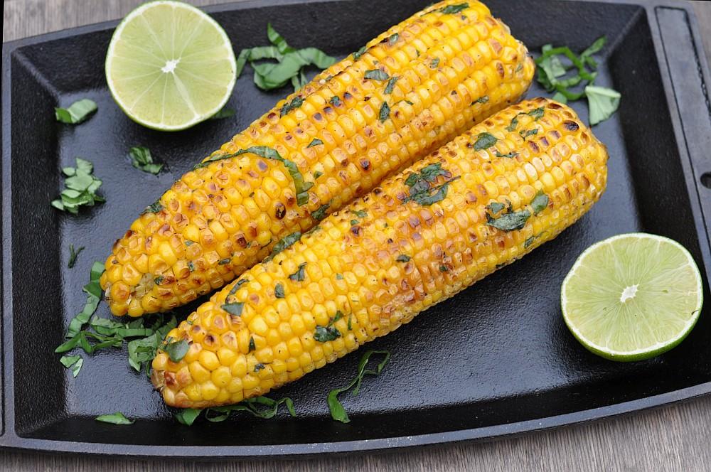 Gegrillter Mais  Gegrillter Mais – Maiskolben mit Basilikum-Limetten-Butter-gegrillter mais-Gegrillter Mais Maiskolben 05
