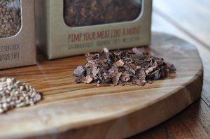 matador's bbq-Matadors BBQ Soulmaker Kakaoschalen Olivenkerne 03 300x199-Matador's BBQ Smoking Chips – Räuchern mit Kakaoschalen & Olivenkernen