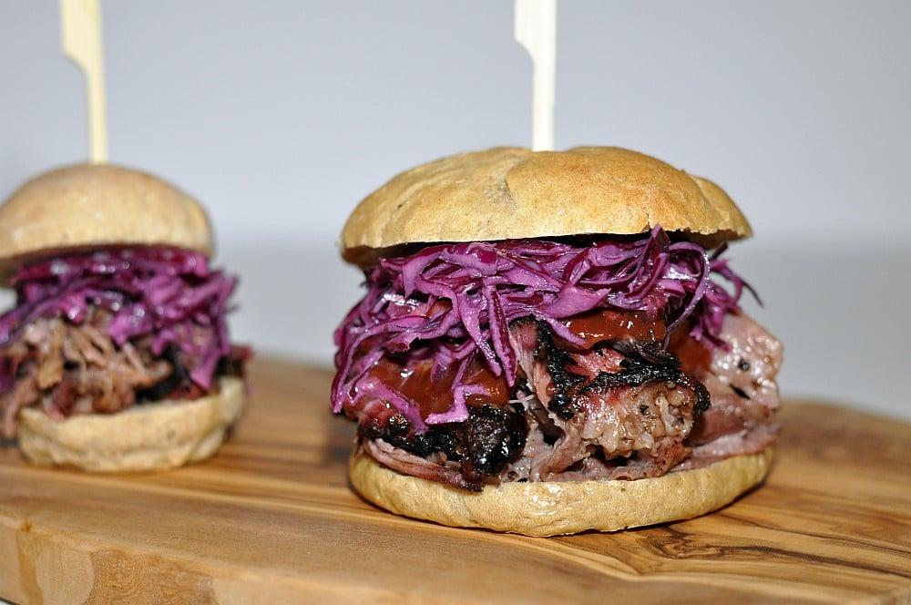 pulled beef anleitung rezept pulled beef burger. Black Bedroom Furniture Sets. Home Design Ideas