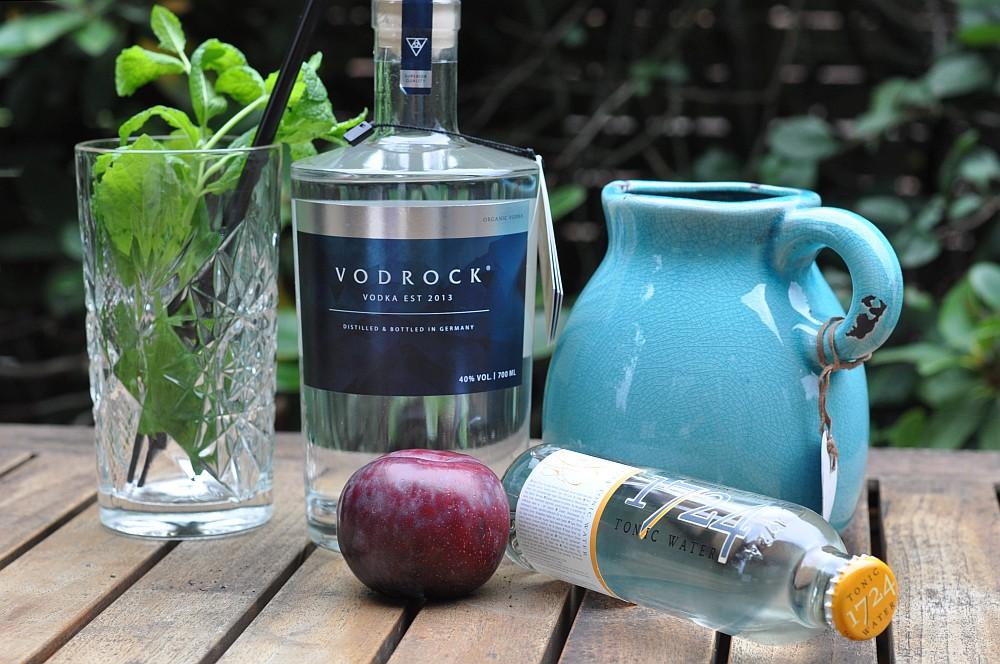 Vodrock Tonic Vodka Tonic – Vodrock mit Tonic, gegrillter Pflaume und Minze-vodka tonic-Vodka Tonic Vodrock gegrillte Pflaume Minze 01