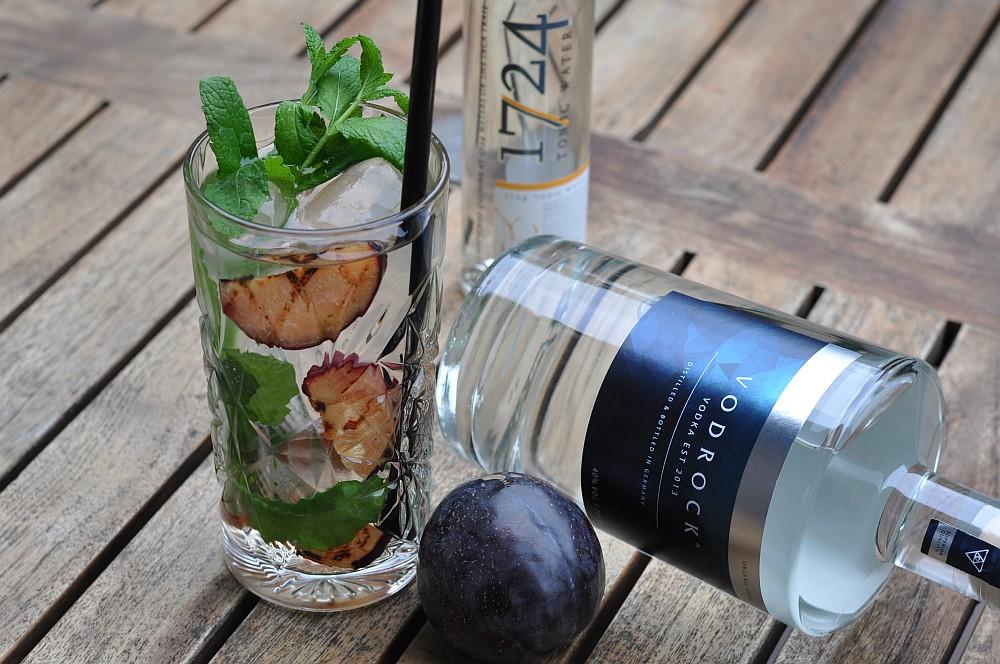 Vodka Tonic Vodka Tonic – Vodrock mit Tonic, gegrillter Pflaume und Minze-vodka tonic-Vodka Tonic Vodrock gegrillte Pflaume Minze 04