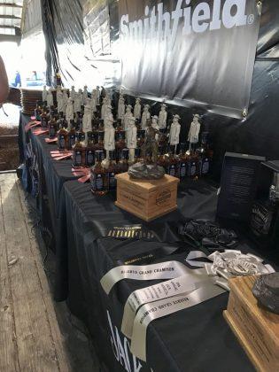 Jack Daniel's BBQ World Championship 2016 mit den BBQ Wieseln-jack daniel's bbq world championship 2016-Jack Daniels BBQ World Championship 2016 BBQ Wiesel 24 315x420