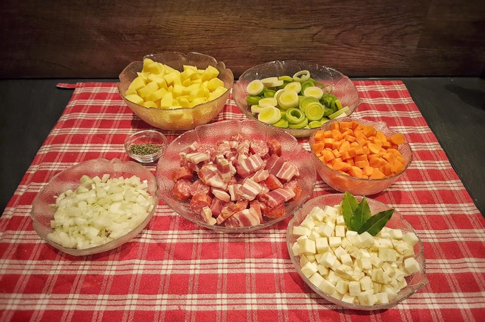 Klein geschnittenes Gemüse Linsensuppe aus dem Dutch Oven-Linsensuppe-Linsensuppe Dutch Oven 05