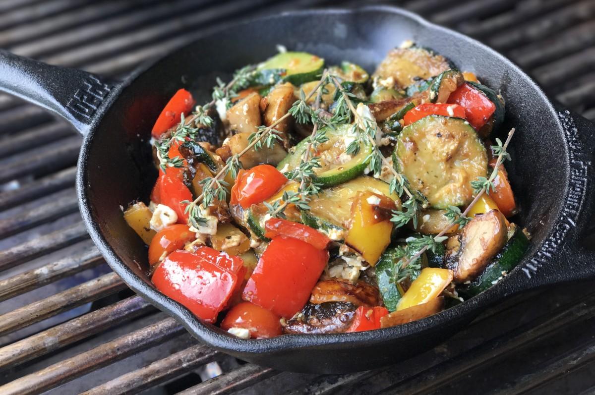 Gegrilltes Gemüse Grillgemüse mit Feta-grillgemüse-Grillgemuese mit Feta Gusspfanne