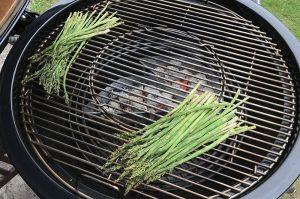 grüner spargel-Gruener Spargel Grill Parmesan 03 300x199-Grüner Spargel vom Grill mit Parmesan