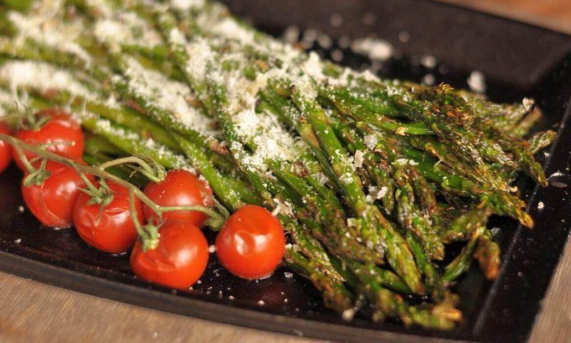 grüner spargel-Gruener Spargel Grill Parmesan 800x481-Grüner Spargel vom Grill mit Parmesan