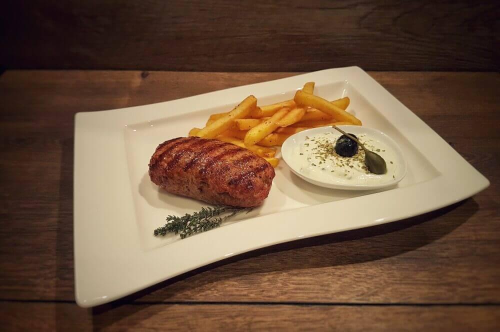 Bifteki Bifteki – Griechische Frikadellen mit Schafskäse-Füllung-bifteki-Bifteki mit Schafskaese 04
