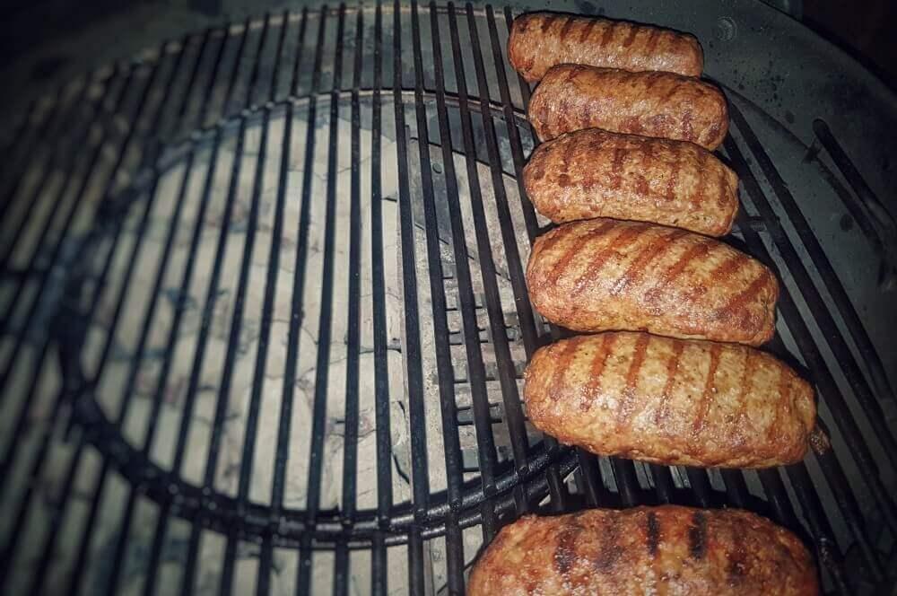 Hackfleisch mit Feta Bifteki – Griechische Frikadellen mit Schafskäse-Füllung-bifteki-Bifteki mit Schafskaese 05