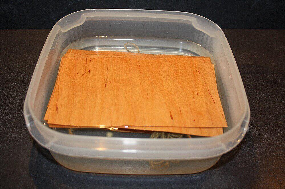 Wood Papers Alder heilbutt-spargelröllchen-Heilbutt Spargelroellchen Wood Paper 02-Heilbutt-Spargelröllchen im Wood Paper gegrillt