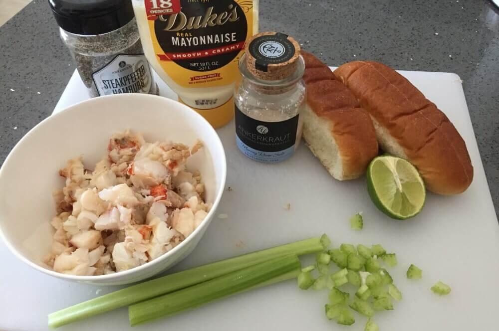 Zutaten Lobster Rolls Lobster Roll – Gegrillter Langustenschwanz im Brötchen-lobster roll-Lobster Roll Hummerbroetchen 03