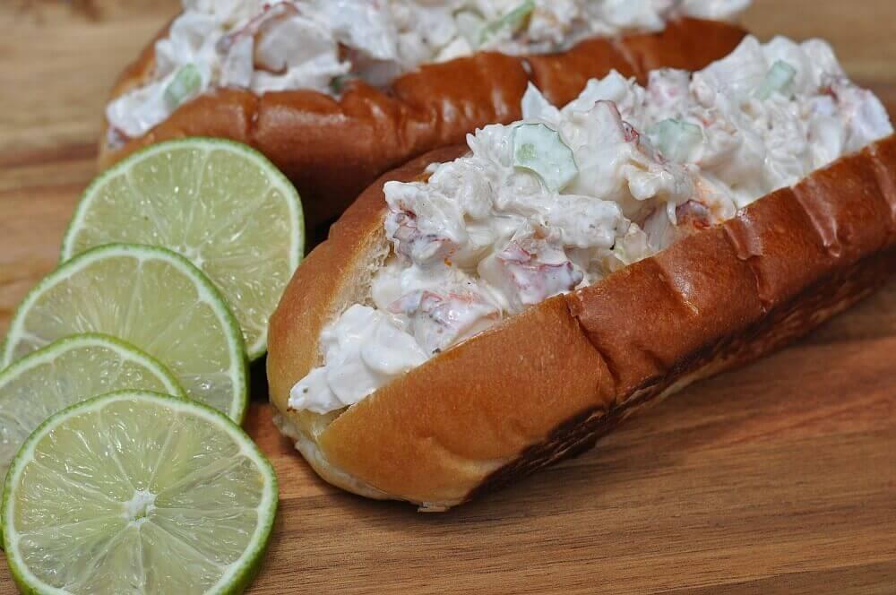 Lobster Roll Lobster Roll – Gegrillter Langustenschwanz im Brötchen-lobster roll-Lobster Roll Hummerbroetchen 05