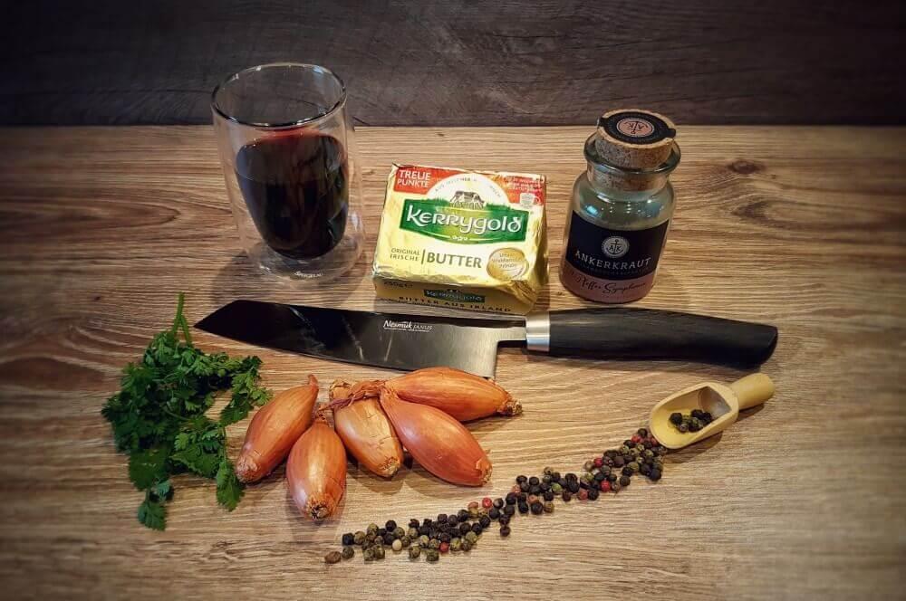 Rotweinbutter mit Schalotten rotwein-schalotten-butter-Rotwein Schalotten Butter 01-Rotwein-Schalotten-Butter / Rotweinbutter mit Schalotten