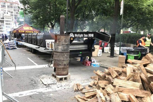 big apple bbq block party 2017-Big Apple BBQ Block Party 2017 New York 02 633x420-Big Apple BBQ Block Party 2017 in New York