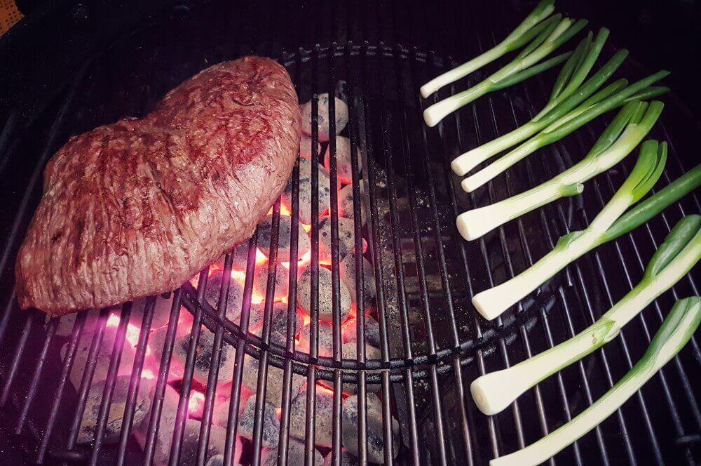 Denver Steak denver cut-Denver Cut Steak 03-Denver Cut Steak mit gegrillten Frühlingszwiebeln und Rotweinbutter