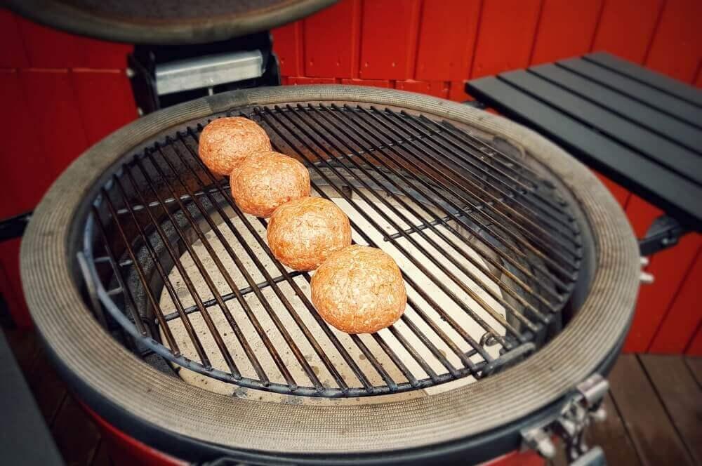Italian Meatballs italienische fleischbällchen-Italienische Fleischbaellchen Spaghetti Kraeuterbutter Kerrygold 03-Italienische Fleischbällchen mit Spaghetti-Kräuterbutter-Füllung