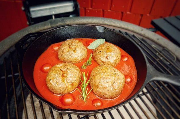 kamado joe keramikgrill-Italienische Fleischbaellchen Spaghetti Kraeuterbutter Kerrygold 04 633x420-Kamado Joe Keramikgrill Classic II im Test