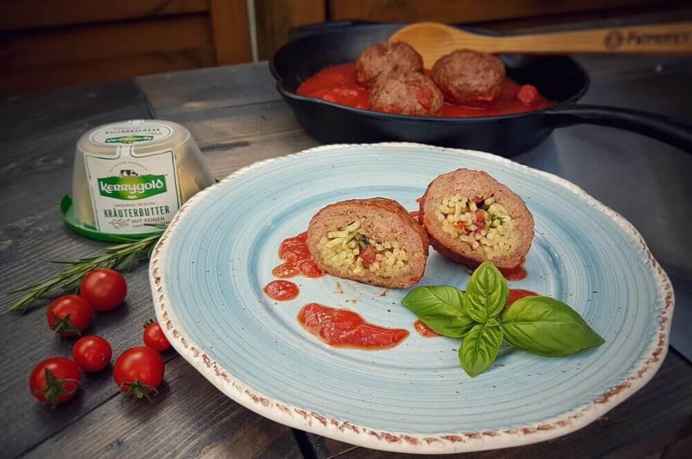 Italienische Fleischbällchen mit Spaghetti-Kräuterbutter-Füllung italienische fleischbällchen-Italienische Fleischbaellchen Spaghetti Kraeuterbutter Kerrygold 05-Italienische Fleischbällchen mit Spaghetti-Kräuterbutter-Füllung