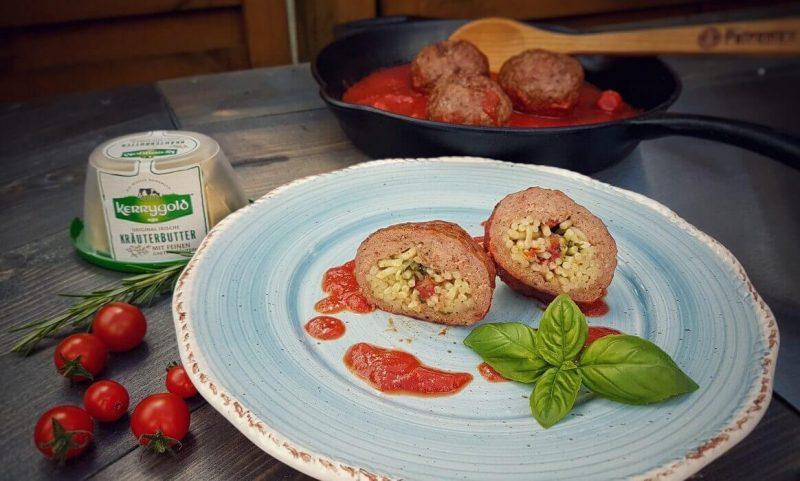 italienische fleischbällchen-Italienische Fleischbaellchen Spaghetti Kraeuterbutter Kerrygold 800x481-Italienische Fleischbällchen mit Spaghetti-Kräuterbutter-Füllung