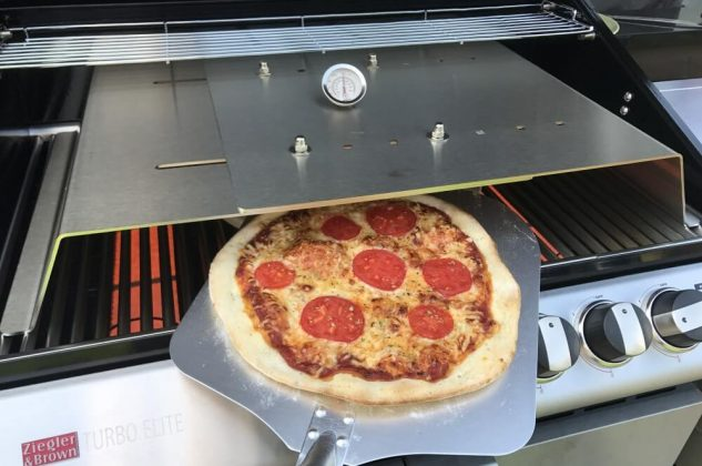 Moesta-BBQ PizzaCover – Endlich perfekte Pizza vom Gasgrill!-moesta-bbq pizzacover-Moesta BBQ PizzaCover Flex 12 633x420
