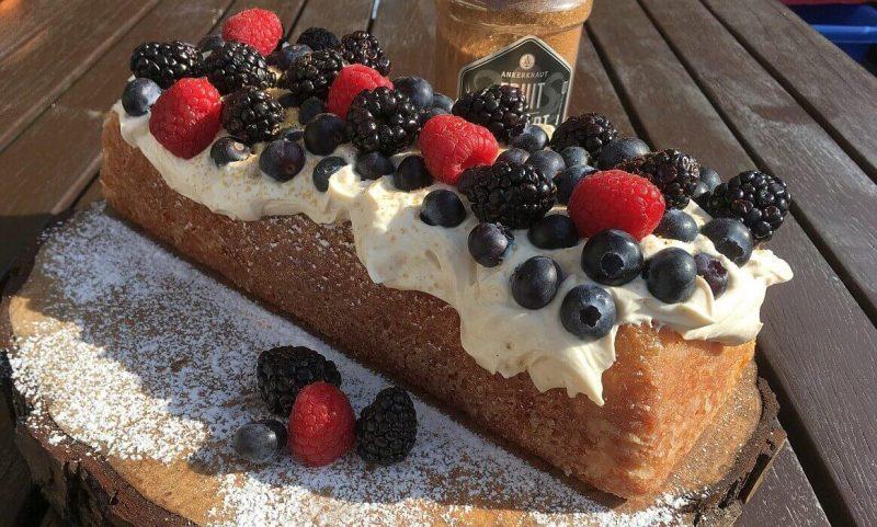 zitronenkuchen-Zitronenkuchen Kastenform 800x481-Zitronenkuchen mit Mascarpone-Waldfrucht-Topping