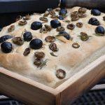 Focaccia mit Rosmarin und Oliven focaccia-Foccacia mit Oliven Axtschlag Heugarschale 150x150-Focaccia mit Rosmarin und Oliven