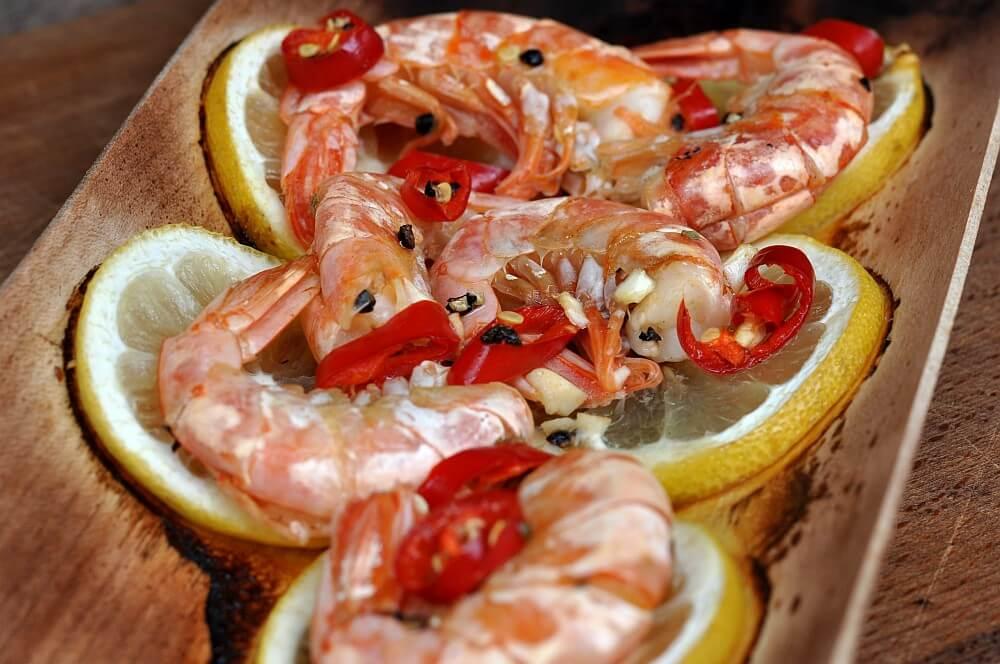 Geplankte Garnelen geplankte garnelen-Geplankte Garnelen Chili Zitrone 04-Geplankte Garnelen mit Chili & Zitrone