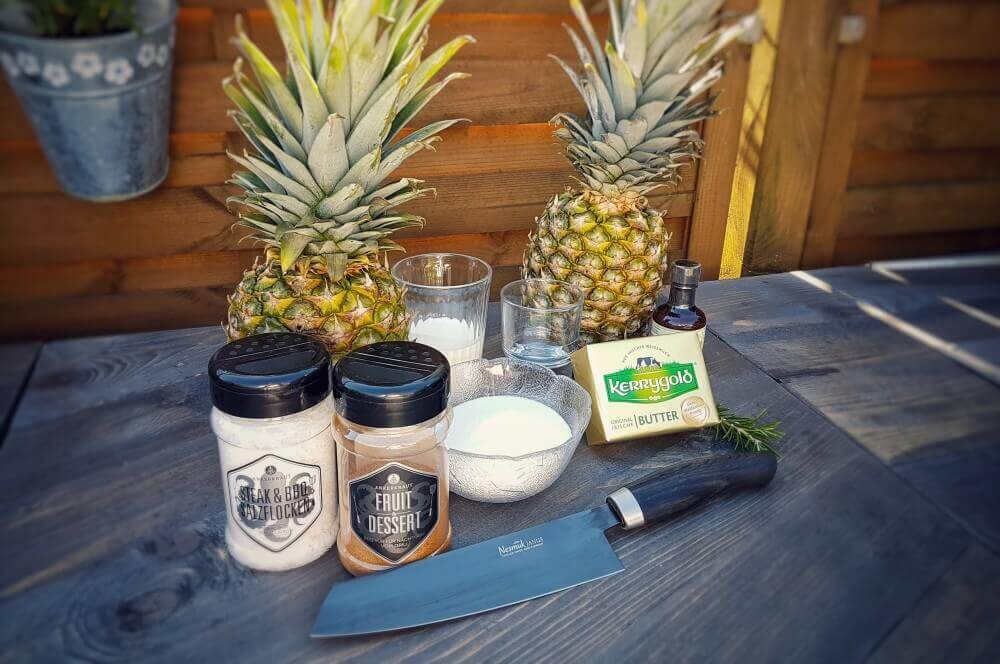 Ananas Grillen karamellisierte ananas-Karamellisierte Ananas vom Drehspiess Salzkaramell 01-Karamellisierte Ananas vom Drehspieß mit Salzkaramell-Sauce