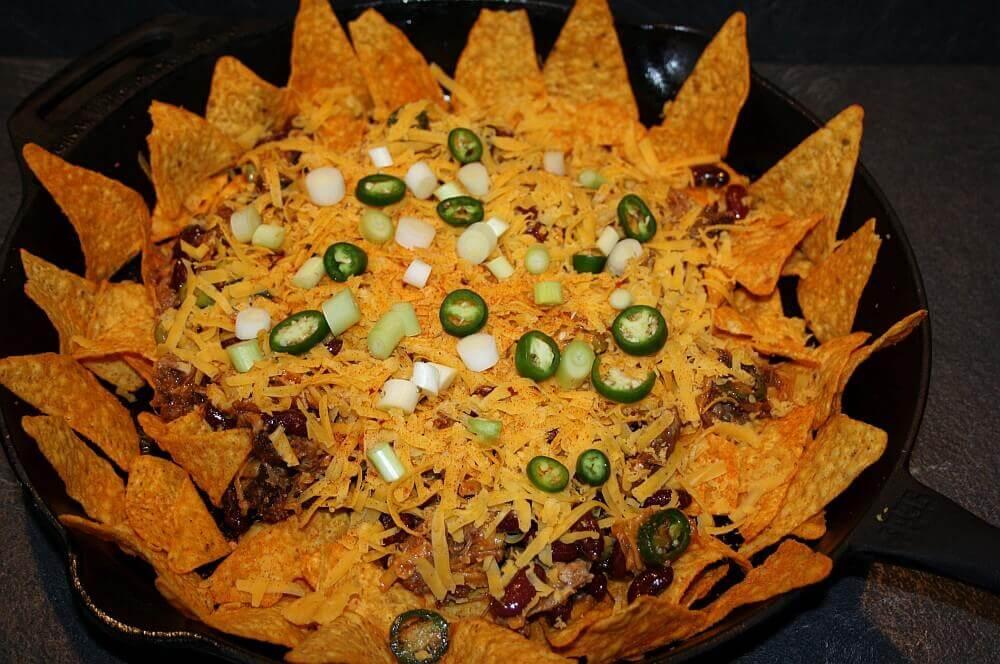 Pulled Pork Nachos  pulled pork nachos-Pulled Pork Nachos 03-Pulled Pork Nachos mit Cheddar überbacken